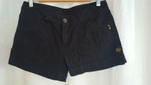 Schwarze kurze Hose mit Taschen