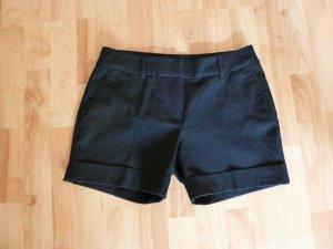 Schwarze kurze Hosen