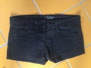 Schwarze kurze Hotpants