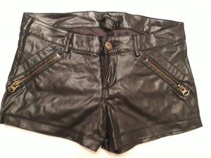 schwarze kurze Lederhose
