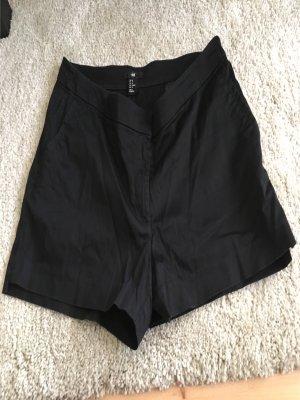 Schwarze kurze Shorts