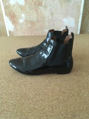 Schwarze Lack Chelsea Boots