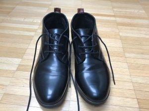 Schwarze Lack-Schnürschuhe