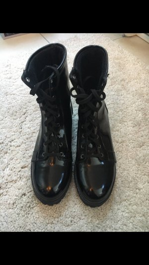 Nelly Lace-up Boots black