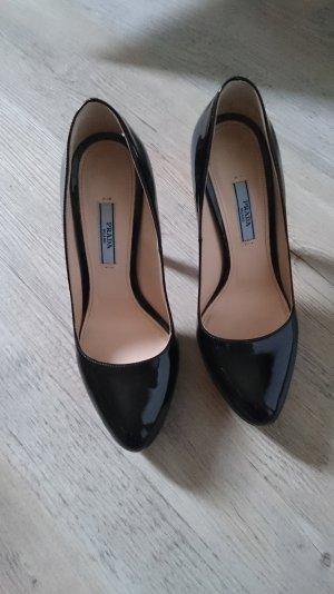 schwarze Lackpumps von Prada
