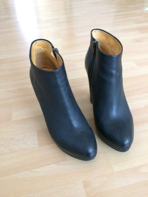 schwarze Leder-Booties - Stiefellten - Buffalo - Plateau