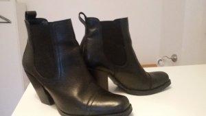 Schwarze Leder Chelsea Boots mit Absatz