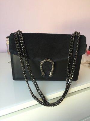 Schwarze Leder-Handtasche mit Ketten und Drachen-Verdchluss