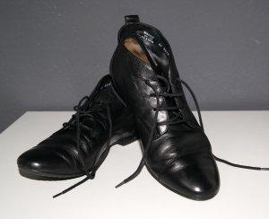 Schwarze Leder-Schuhe zum Schnüren