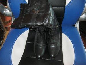schwarze Leder-Stiefel