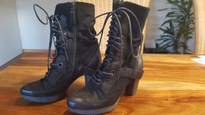 Air Step Lace-up Booties black
