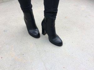 Schwarze Leder Stiefeletten mit Absatz von Buffalo