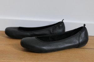 Schwarze Lederballerinas von Buffalo mit Gummizug - Größe 39