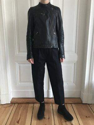 Schwarze Lederjacke im Bikerjacken Look von Comptoir des Cotonniers in Größe 36
