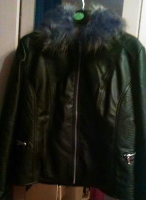 Schwarze Lederjacke mit Fell