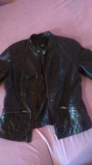 schwarze Lederjacke modern