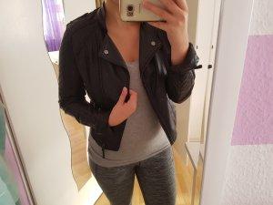Schwarze Lederjacke; Primark; Größe: 36