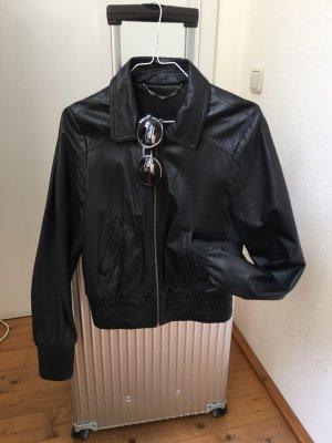 Schwarze Lederjacke von Madonna für H&M