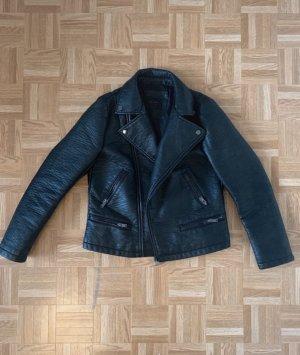 Schwarze Lederjacke von Zara (Lederimitat)