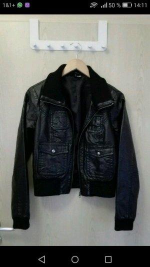 Schwarze Lederkjacke von H&M in Größe 40
