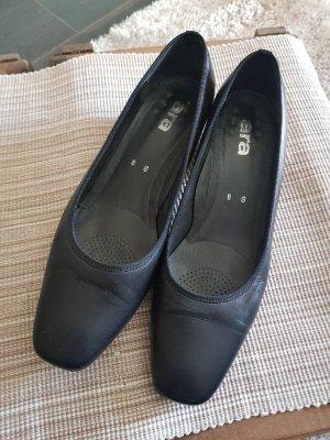 Schwarze Lederpumps