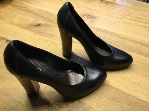 Schwarze Lederpumps mit 12cm Holzabsatz