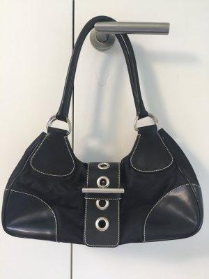 Schwarze Ledersatintasche von prada