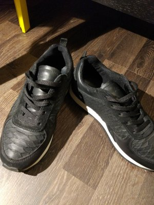 schwarze Lederschuhe