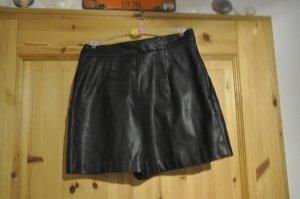 schwarze Ledershort (fakeleder)