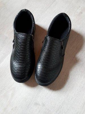 Schwarze Lederslipper