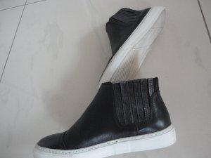 Schwarze Ledersneaker in Gr. 37