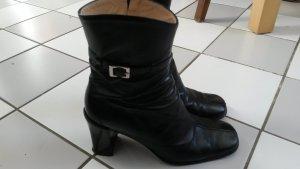schwarze Lederstiefeletten für schmale Beine
