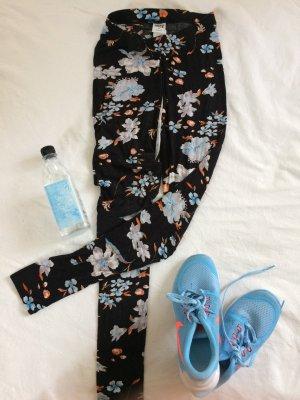 Schwarze Leggings mit Blumenmuster