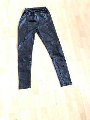 Schwarze, leicht glänzende Leggings