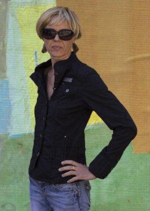 Schwarze, leichte Jacke von CRM, sportlich, schöne Details, Gr.38