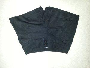 schwarze, leichte Shorts aus Leinen