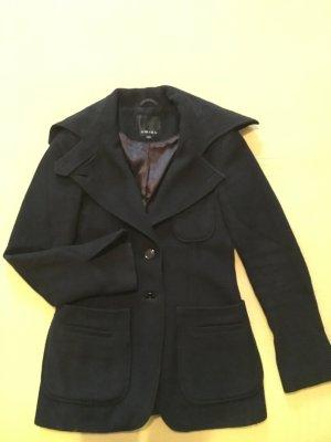 Schwarze Mantel warm
