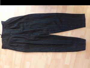 schwarze Marlene-Hose mit goldenen Nadelstreifen von Betty Barclay
