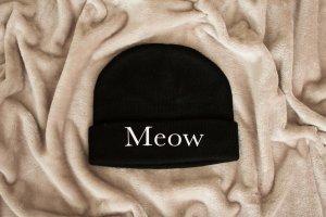 schwarze MEOW Mütze von PRETTY SUCKS