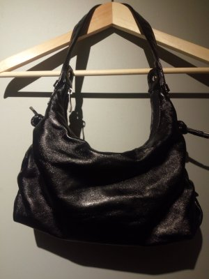 schwarze mittelgroße Handtasche