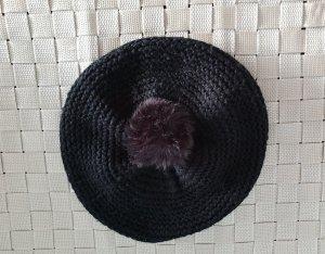 schwarze Mütze mit Bommel, Barett mit Bommel