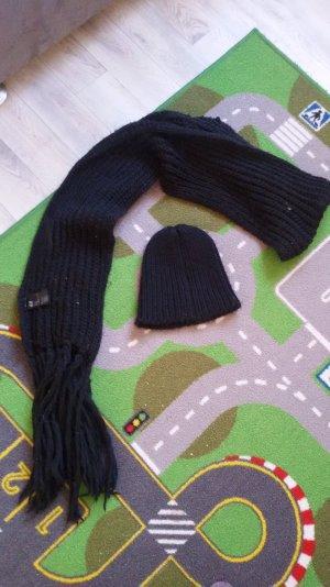Schwarze Mütze und Schal Set