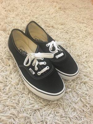 Schwarze niedrige Vans