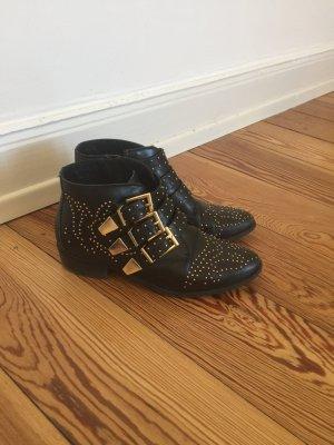 Schwarze Nieten Boots