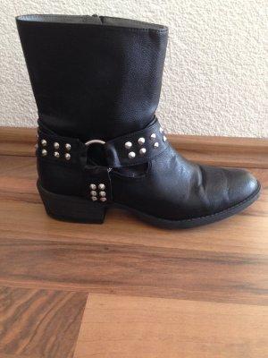 schwarze Nieten Stiefeletten