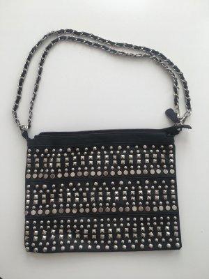 Schwarze Nietentasche