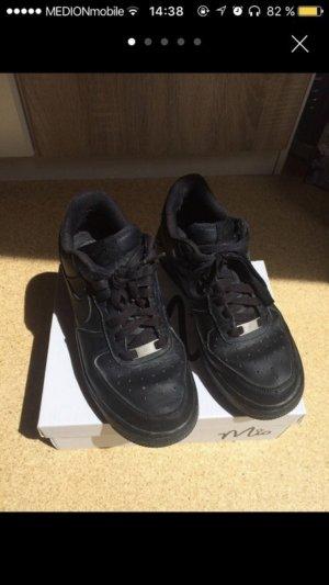Schwarze Nike Air