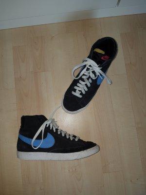 Schwarze Nike Blazer