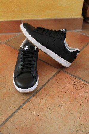 Schwarze Nike Schuhe fast ungebraucht