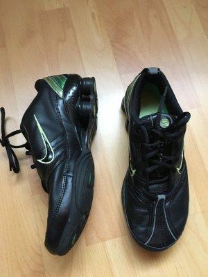Schwarze Nike Shox Gr. 40